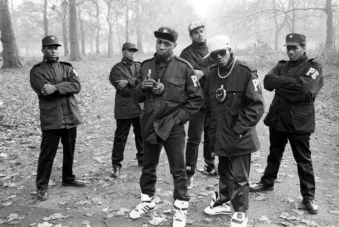 Музыка, баксы и золото: первые звезды хип-хопа в фотографиях