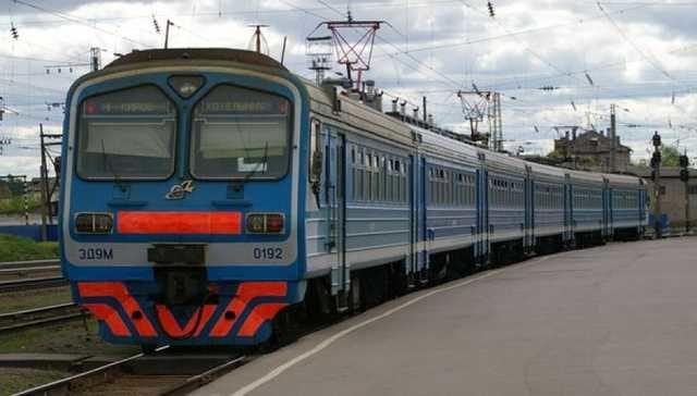 Половина пассажиров электричек в Украине не платят за проезд