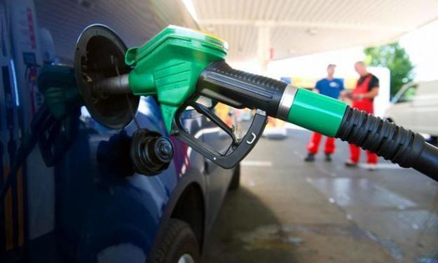 У заправщиков сдают нервы - цены на бензин в Украине сорвались с цепи