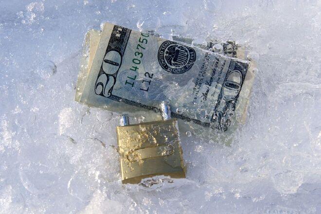 Молниеносная блокировка. Банкиры рассказали, как будут замораживать деньги на счетах украинцев