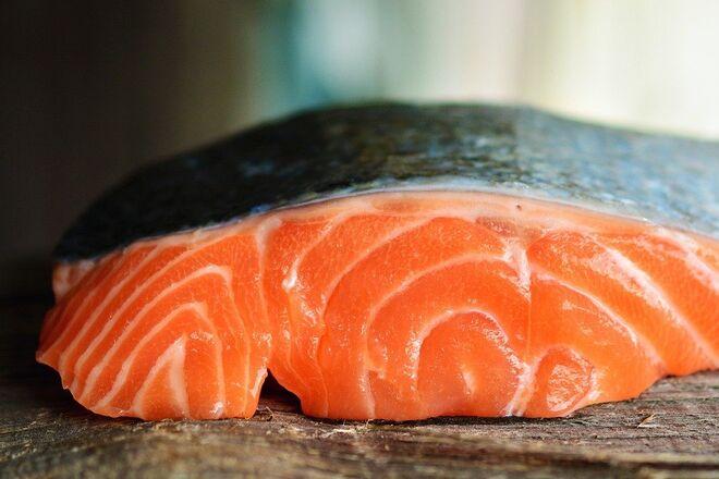 Импорт красной рыбы подскочил в два раза: откуда украинцам везут форель и лосося - фото
