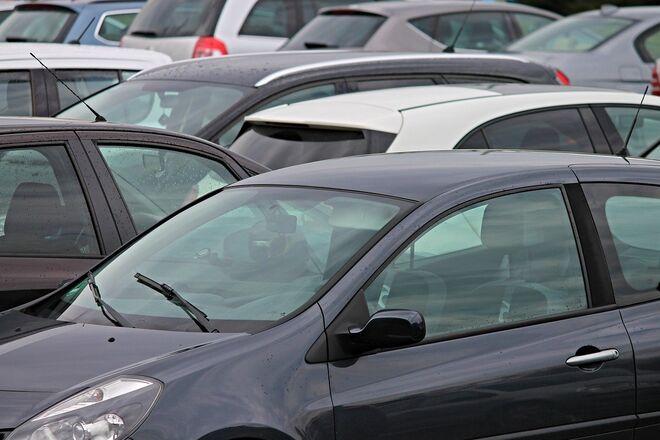 От Dacia до Lexus: названы самые популярные модели марта в регионах - фото