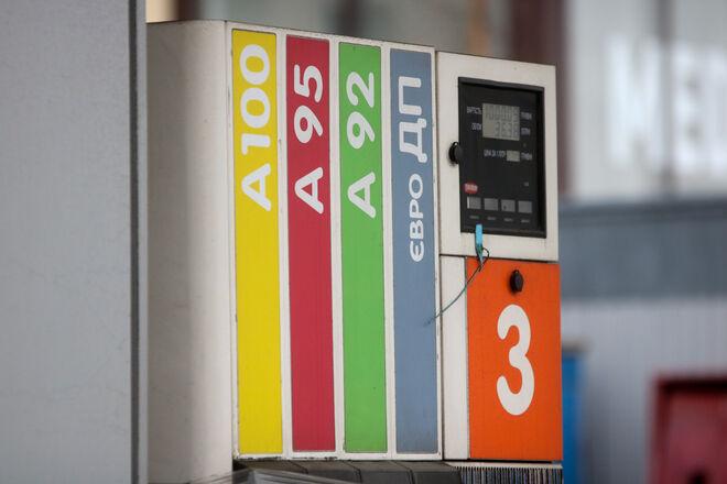 Часть АЗС подняли цены: где продают самый дорогой бензин - фото