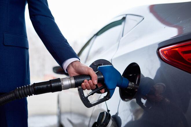 Кабмин начал жестче контролировать цены на АЗС: топливо сразу же подорожало - фото