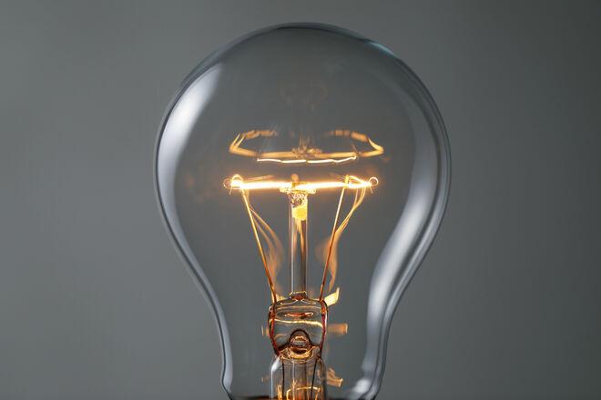 Электричество резко подорожает: нужны деньги на модернизацию устаревшей энергосистемы - фото