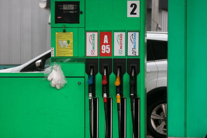 Бензин и дизель существенно подешевели за первую неделю госрегулирования цен - фото