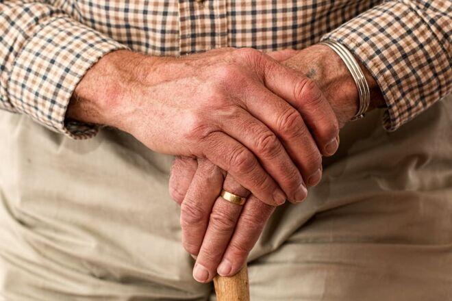 В Кабмине передумали переводить пенсионеров в банки: Укрпочта продолжит доставлять выплаты - фото