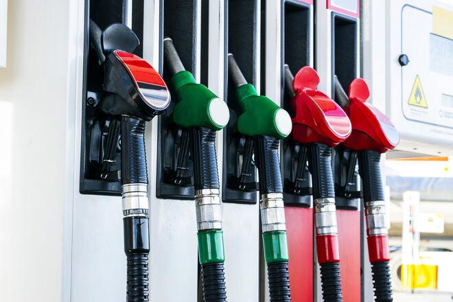 Цены на нефть бьют рекорды: топливо подорожает, а части бензина на АЗС не будет - фото
