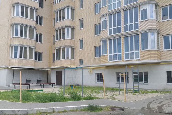 В Украине начали продавать многоэтажки сразу с людьми: это может стать опасным прецедентом