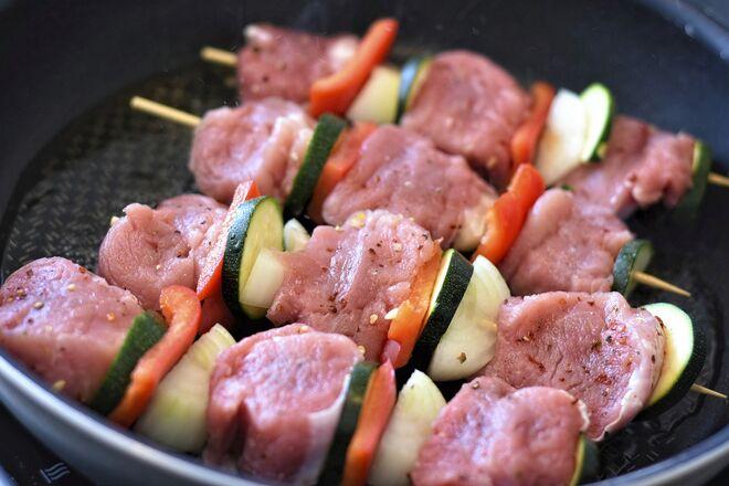 Наплыв импортного мяса: с начала года выросли заграничные поставки курятины и свинины - фото