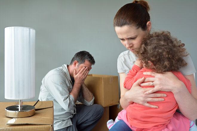 За долги украинцев смогут выселять из их домов даже с маленькими детьми - фото