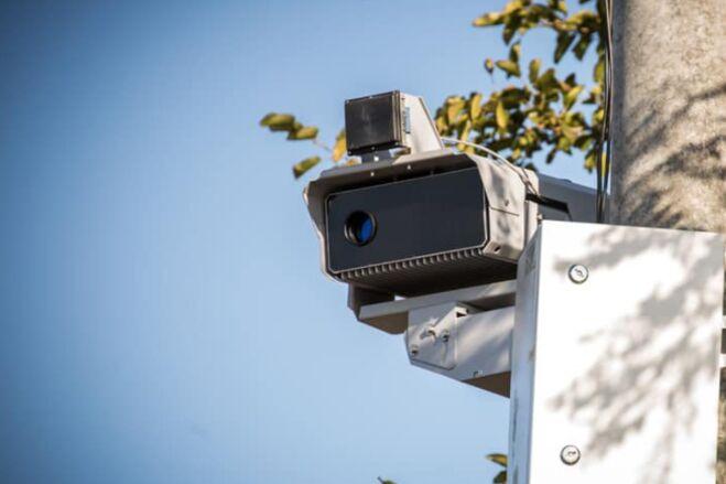 На украинских дорогах работают свыше 200 камер автофиксации нарушений ПДД: где установили еще - фото