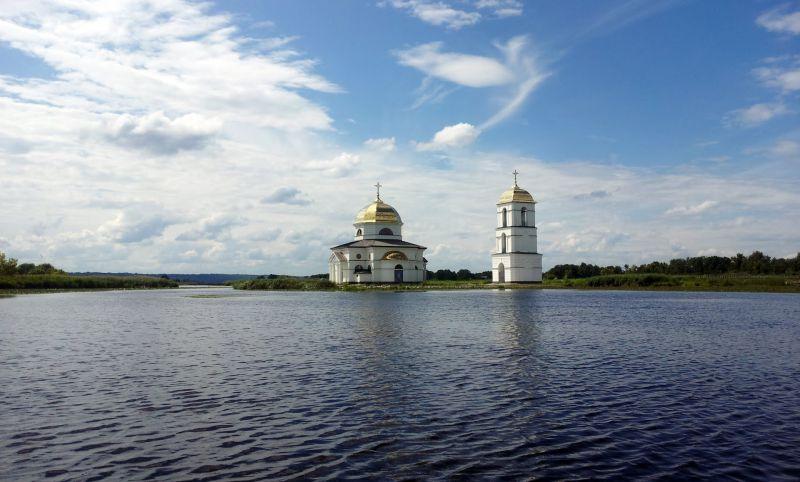 http://ubr.ua/img/forall/u/1312/74/tserkov_rzhischev.jpg